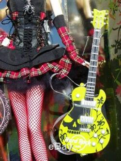 Barbie HARD ROCK CAFE Punk araignée 2008 Mattel L9663 pin's guitare MUSIQUE NRFB