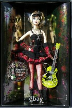 Barbie HARD ROCK CAFE Punk araignée 2008 Mattel L9663 pin's guitare poupée boite