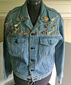 HARD ROCK CAFE Maui Embroidered Denim Jean Jacket Collector Pins Hawaii Mens Med