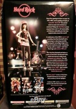 2006 Pink Label Barbie Hard Rock Café Guitare / Rose Camo W Collector Pin Nib