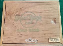 Hard Rock Cafe Hong Kong 2002 Coffret En Bois # 138/300 # 17268 Grande Ouverture