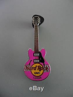 Hard Rock Cafe Leeds Classic Core Pin À 4 Cordes Guitare De Ville (café Fermé)