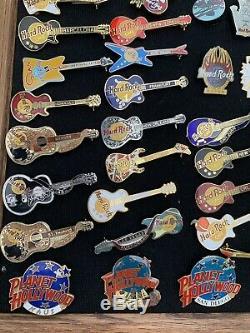 Hard Rock Cafe Vintage Pins Lot De 75 Selena Et Kurt Cobain Inclus Avec Disply