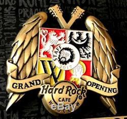 Hrc Hard Rock Café Wroclaw Grand Ouverture Manteau 3d Des Bras Et Des Ailes Staff Pin