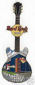 Leeds Hard Rock Cafe. Série De Façade. Broche De Guitare Rare