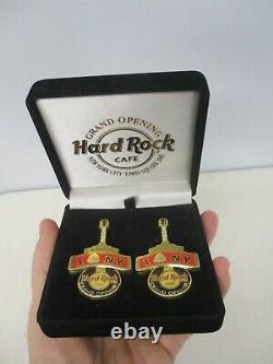 Paire De 2005 Grand Opening Hard Rock Café Times Square Souvenir Pins 2 3/8 Sib